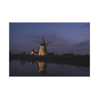 Toile Moulin à vent lumineux à l'heure bleue
