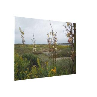 Toile Nuages de plage et fleurs sauvages - île de chêne,