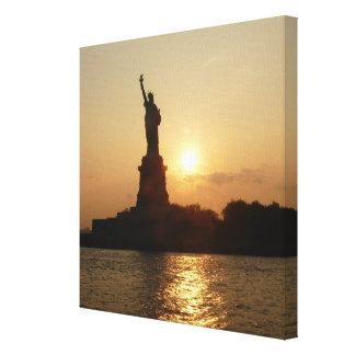 Toile Statue de la liberté au coucher du soleil