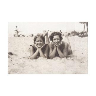 Toile Vieille photo de Cannes en 1930 s de deux femmes