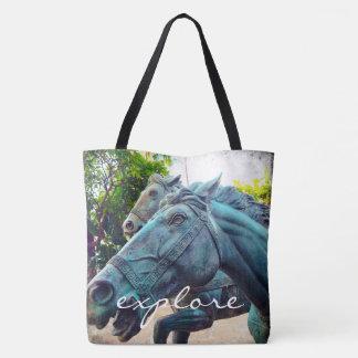 """Tote Bag """"Explorez"""" la photo asiatique de statue de cheval"""