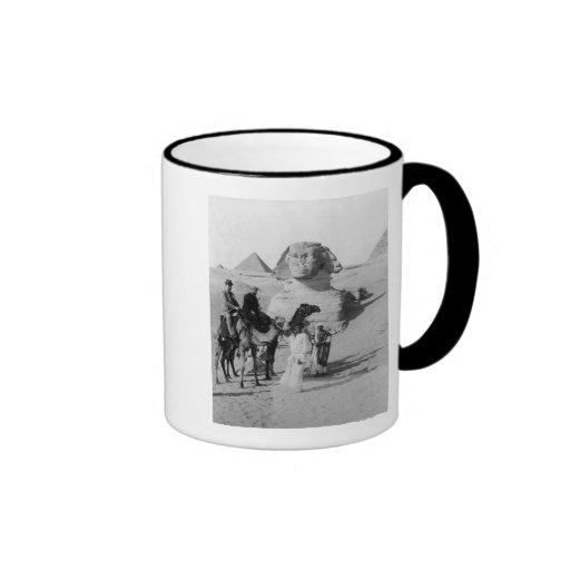 Touristes voyageant par le sphinx mugs
