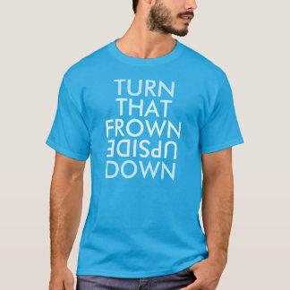 Tournez ce T-shirt à l'envers de froncement de