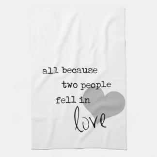 tous parce que deux personnes sont tombées dans serviettes éponge