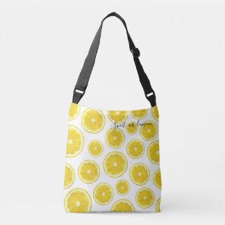 Tranche fraîche jaune de citron dans le sac de