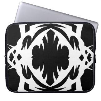 Tribal laptop sleeve 4 white over black housse ordinateur