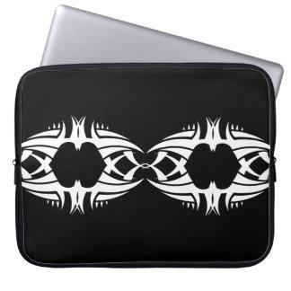 Tribal laptop sleeve 5 white over black trousses ordinateur
