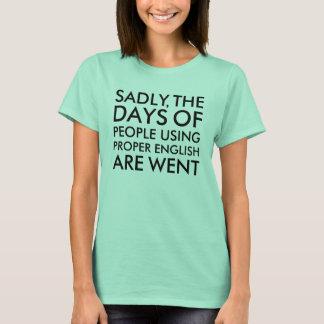 Tristement les gens employant l'humour approprié t-shirt