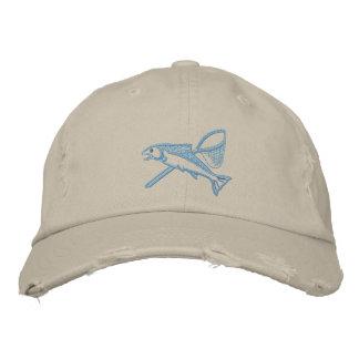 Truite à tête d'acier et chapeau brodé par filet