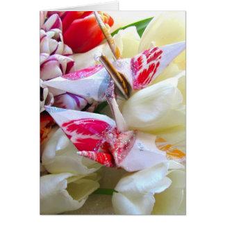 Tulipes botaniques avec des grues de paix carte