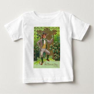 Tuyau d'argile de Shillelagh de shamrock de lutin T-shirt Pour Bébé