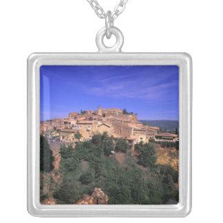 UE, France, Provence, Vaucluse, Rousillon. Collier