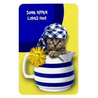 Un certain chaton vous aime. Magnet de cadeau du