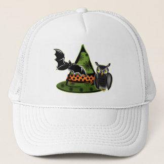 Un hibou, une batte et un casquette de sorcières