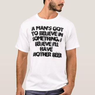 Un homme a obtenu de croire à la quelque chose t-shirt