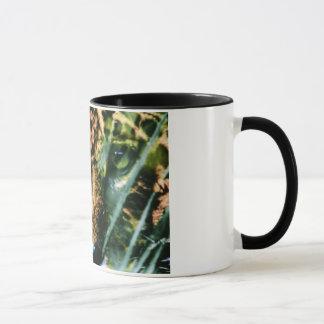 Un juaguar sur une tasse de café