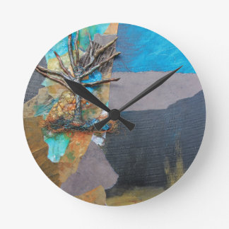 Une colline d'arbre horloge ronde