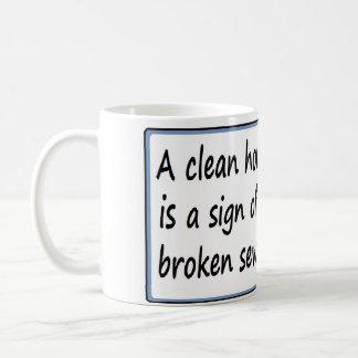 Une maison propre est un signe d'une machine à mug