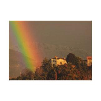 une voûte colorée d'arc-en-ciel sur   la toile