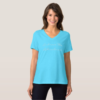 V des femmes d'étreinte - chemise de cou t-shirt
