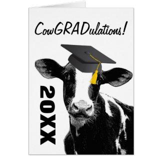Vache drôle à obtention du diplôme de carte de vœux