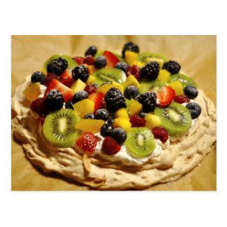 Vacherin garni avec les fruits colorés carte postale