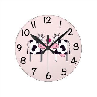 Vaches dans l'amour horloge ronde