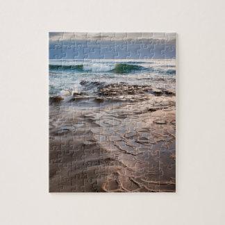 Vague se cassant sur la plage, la Californie Puzzle