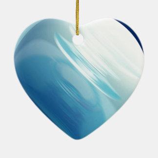 Vents de tourbillonnement sur la planète bleue ornement cœur en céramique