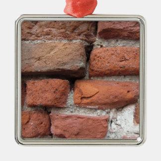 Vieil arrière - plan de mur de briques ornement carré argenté