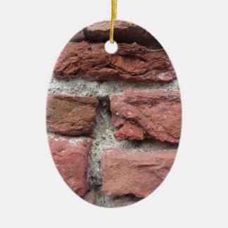Vieil arrière - plan de mur de briques ornement ovale en céramique