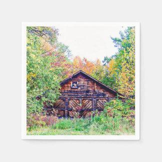 Vieille grange en automne serviettes en papier