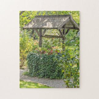 Vieux bien dans un puzzle de photo de jardin