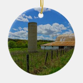 Vieux grange et silo d'Ozarks Ornement Rond En Céramique