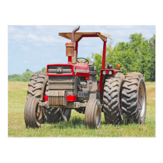 Vieux tracteur de double roue avec un auvent carte postale