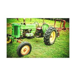 vieux tracteur de ferme sur la toile