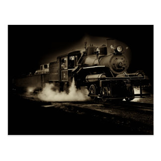 Vieux train de vapeur le long de la côte de carte postale