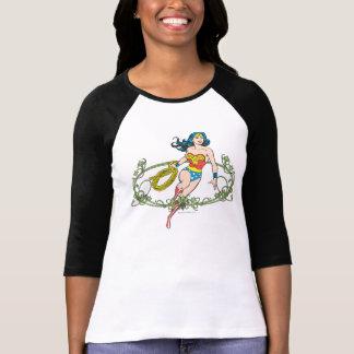 Vignes de vert de femme de merveille t-shirt