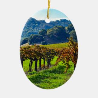 Vignoble ensoleillé d'automne ornement ovale en céramique