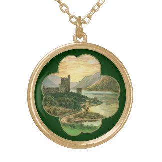 Vintage Iers Kasteel binnen een Gelukkige Gouden Ketting Rond Hangertje