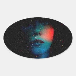 visage cosmique dans l'univers infini sticker ovale
