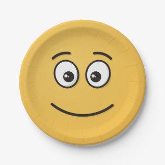 Visage de sourire avec les yeux ouverts assiettes en papier