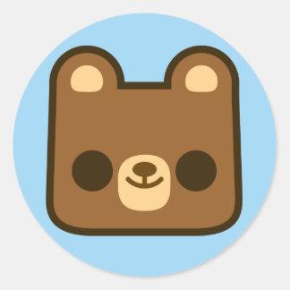 Visage heureux mignon d ours sur le bleu adhésif rond