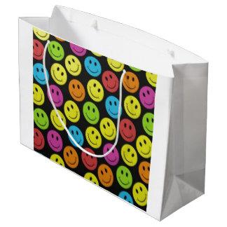 Visage souriant doux grand sac cadeau