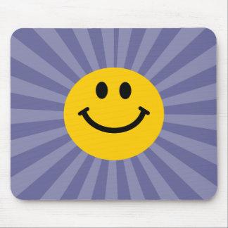 Visage souriant heureux tapis de souris