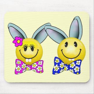 Visage souriant Mousepad de lapin de garçon et de  Tapis De Souris
