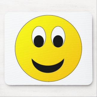 Visage souriant timide tapis de souris
