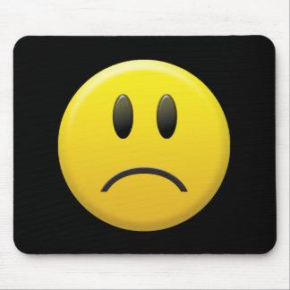 Visage souriant triste tapis de souris