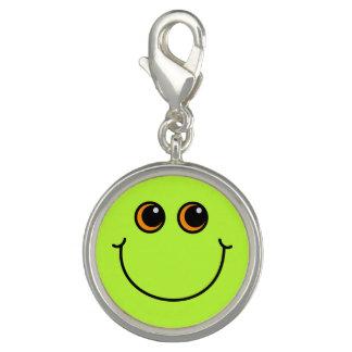Visage souriant vert breloque