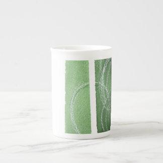 Voir la tasse verte de porcelaine tendre